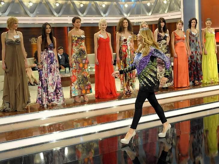 """Heidi Klum erblickt die 19-jährige Pauline Afaja bei der Januar-Show von """"Wetten, dass..?"""" in Friedrichshafen."""