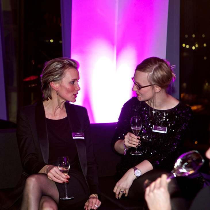Annette Bergmann (Gesamtanzeigenleitung People Lifestyle der Bauer Advertising KG) und Janina Reyer (Objektleitung Closer/InTouch)