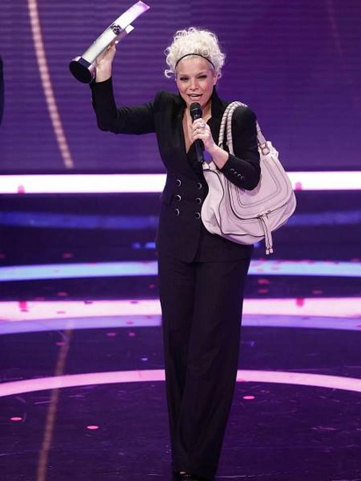 ,Entertainerin Ina Müller (46) bekam ebenfalls zwei der begehrten Trophäen. Sie wurde in den Kategorien Medienpartner des Jahres und Künstlerin National Rock/Pop ausgezeichnet.