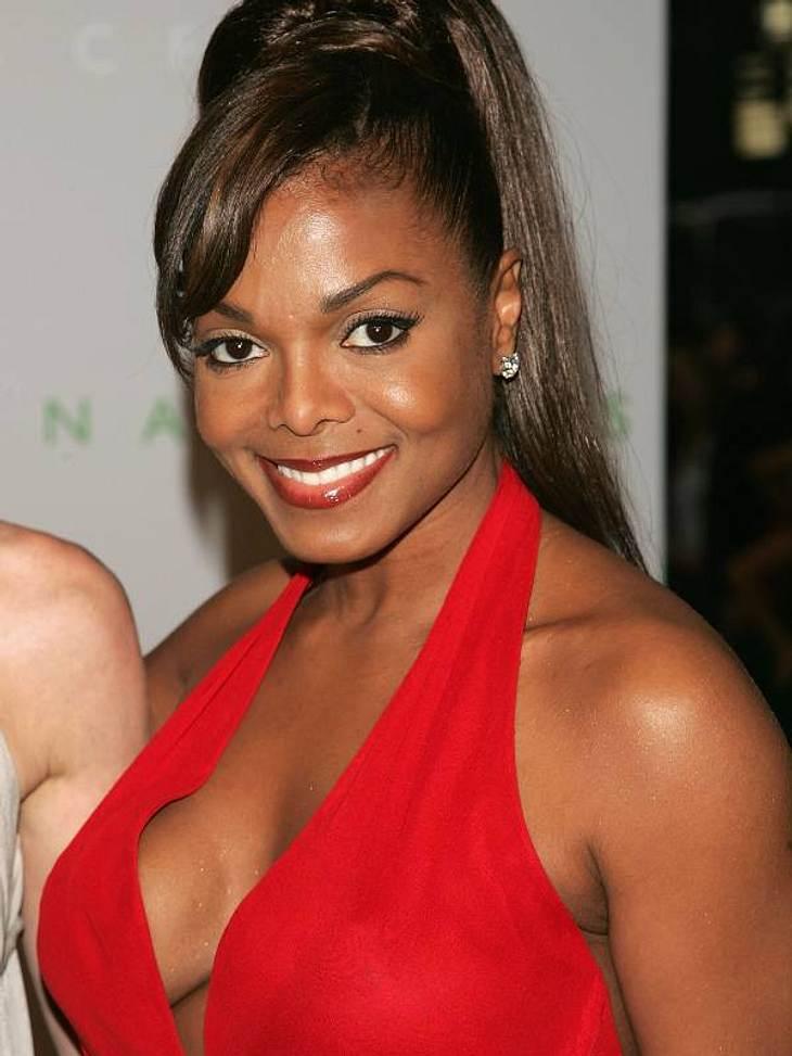 Viele Frauen lassen sich die Brüste vergrößern, weil sie hängen - bei Janet Jackson ist die Schwerkraft scheinbar nicht zu überlisten.