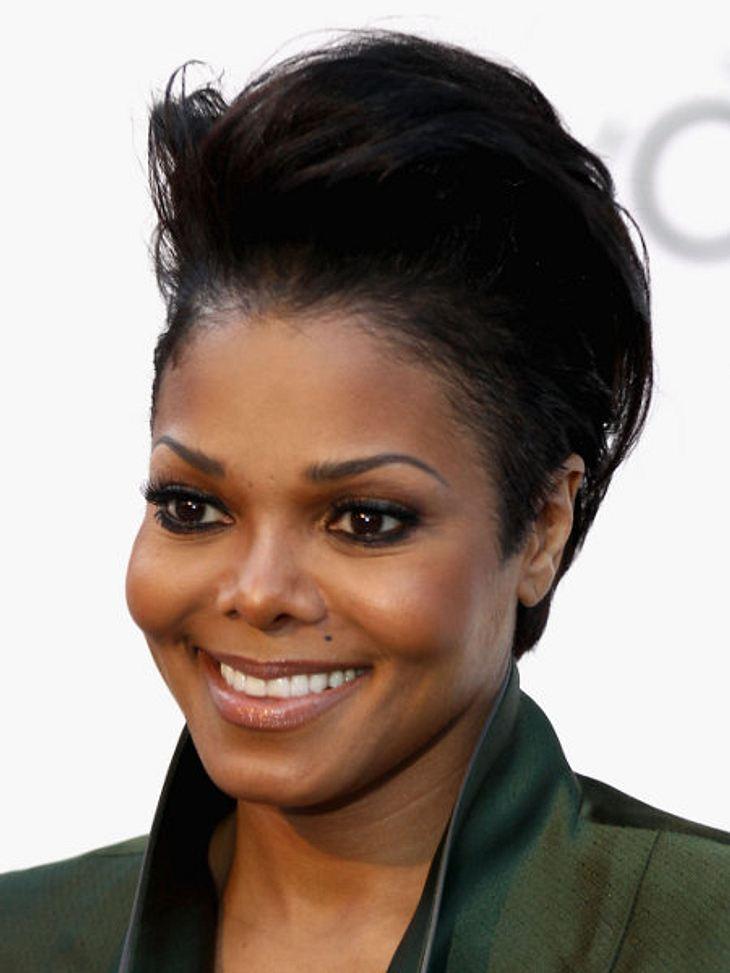 Die Stars fassen sich kurz: Kurzhaarfrisuren liegen voll im Trend!Bisher fiel Janet Jackson vor allem wegen ihrer ständig wechselnden Figur auf. Eine Kurzhaarfrisur sehen wir bei ihr zum ersten Mal.