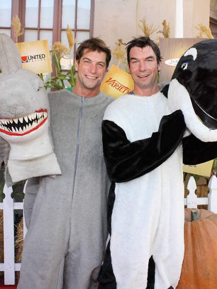 """So feiern die Stars HalloweenDie beiden Brüder Jerry und Charlie O'Connell am """"Camp Ronald McDonald for Good Times"""" zur jährlichen Halloween-Party. Sie gingen als Hai und Killerwal."""