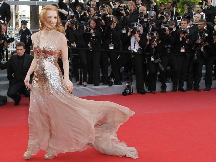 """Cannes 2012""""The Help""""-Star Jessica Chastain (35) hatte bei diesem Wind in Cannes kaum eine Chance. Kleid und Haare machten, was sie wollten."""