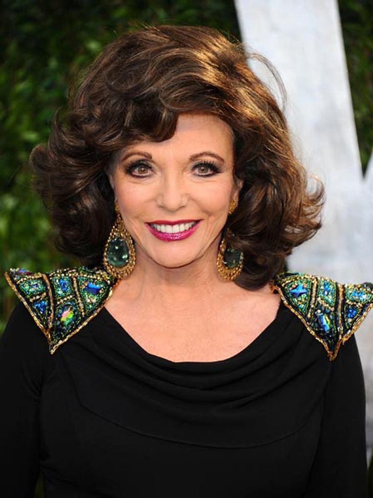 Joan Collins: Was eine Diva in der Handtasche haben sollte...Auch 2012 verkörpert Joan Collins das Bild einer Diva so gut wie kaum eine andere. Dabei legt sie Wert darauf, dass dies lediglich eine Rolle sei. Ihr gutes Aussehen auch mit fast