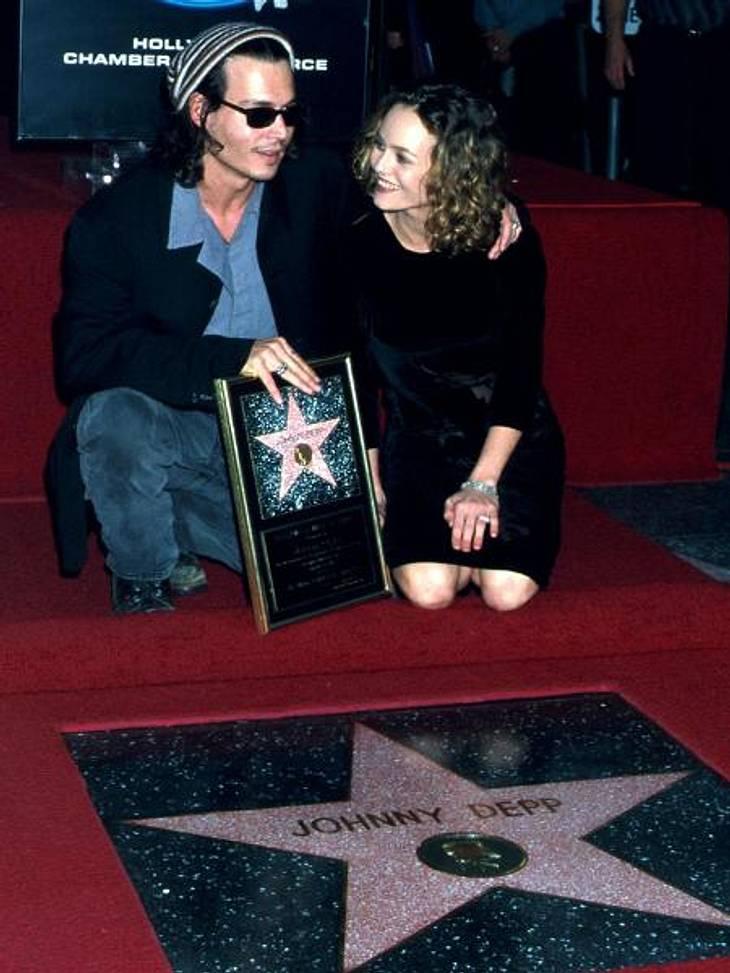 Johnny Depp und Vanessa Paradis: Bilder einer Liebe14 Jahre lang gab es Johnny Depp und Vanessa Paradis quasi nur noch im Doppelpack. Als Johnny Depp am 16. November 1999 einen begehrten Stern auf dem Walk of Fame verliehen bekommt, ist Van