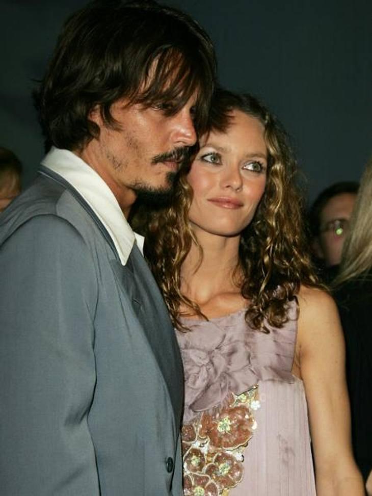Johnny Depp und Vanessa Paradis: Bilder einer LiebeVierzehn Jahre lang lebte das Paar in wilder Ehe zusammen. Einen Trauschein brauchten sie nicht, um ihre Liebe zu besiegeln. Das passt zu Johnny Depp und Vanessa Paradis: immer ein bisschen