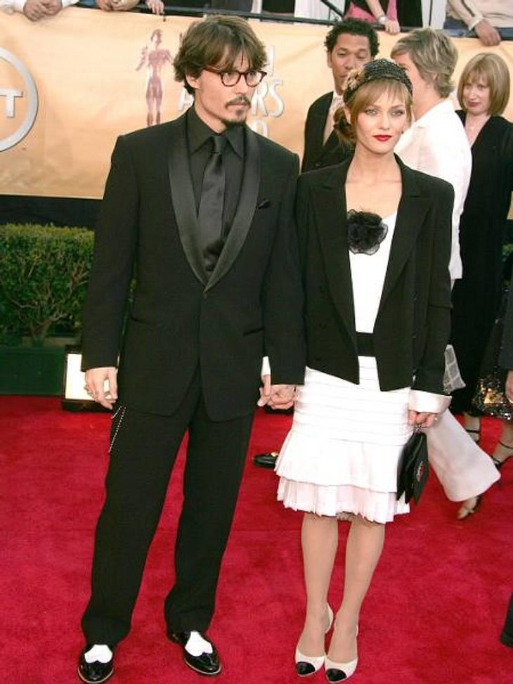 Johnny Depp und Vanessa Paradis: Bilder einer LiebeJohnny Depp und Vanessa Paradis haben zwei gemeinsame Kinder, Lily-Rose (13) und Jack (10). Das Paar bat bei der Bekanntgabe seiner Trennung ausdrücklich darum, Rücksicht auf die Privatsphä