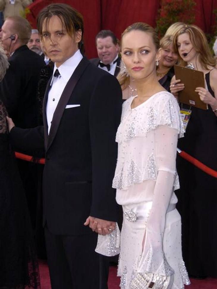 Johnny Depp und Vanessa Paradis: Bilder einer LiebeWas die Frauen betraf, ließ Johnny Depp damals nichts anbrennen. Er hatte Beziehungen mit Kate Moss (38), Winona Ryder (40). 1983 heiratete er die Visagistin Lori Allison (53). Die Ehe wurd