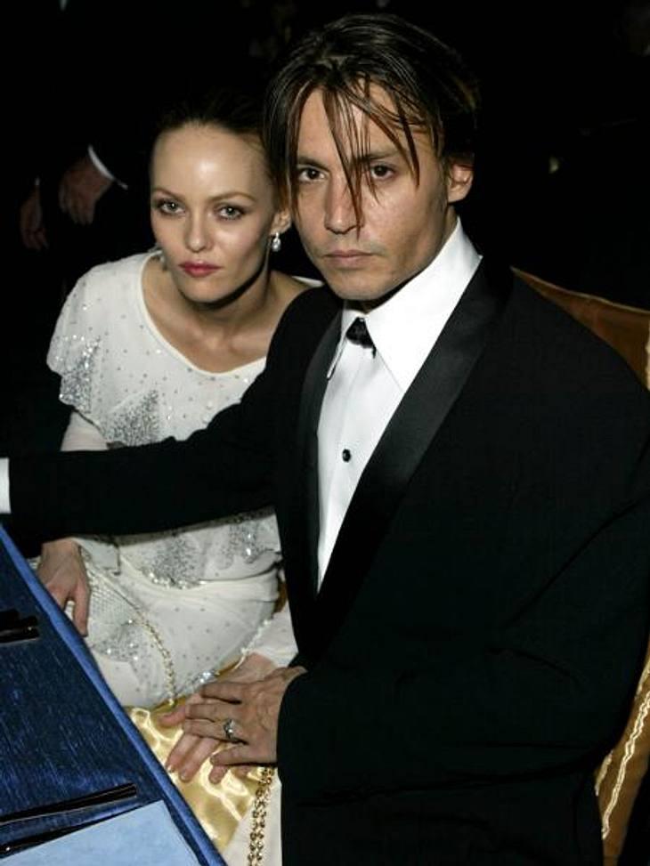 """Johnny Depp und Vanessa Paradis: Bilder einer LiebeErst die französische Sängerin Vanessa Paradis schien den rebellischen Schauspieler zähmen zu können. """"Sie traf mich wie ein Blitz. So etwas hatte ich noch nie erlebt. Vanessa war tota"""