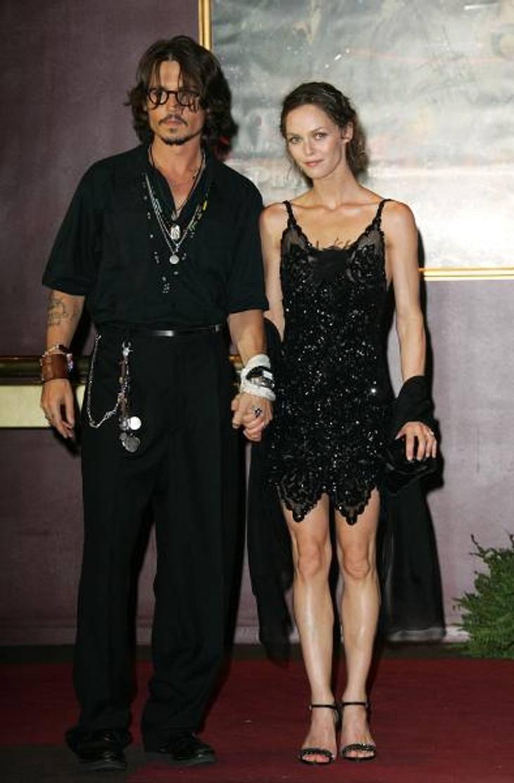Johnny Depp und Vanessa Paradis: Bilder einer LiebeErst in den letzten Monaten wurden die Spekulationen lauter, dass die Ehe der beiden am Ende sei. Johnny Depp soll zu viel getrunken haben, soll fremd gegangen sein, Vanessa Paradis habe ih