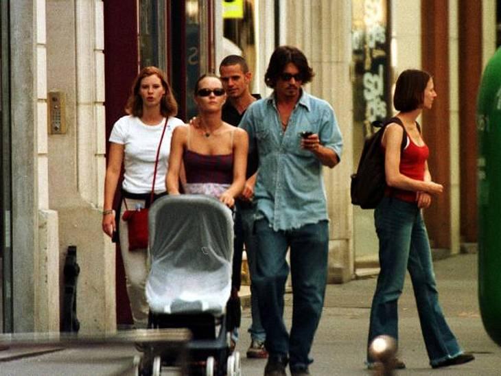 """Johnny Depp und Vanessa Paradis: Bilder einer Liebe""""Die Geburt meiner Kinder hat mich wachgerüttelt"""", schwärmte Johnny Depp damals. """"Das war großartig für mich. Es war, als hätte sich ein Schleier gelüftet. Da war etwas, dass"""