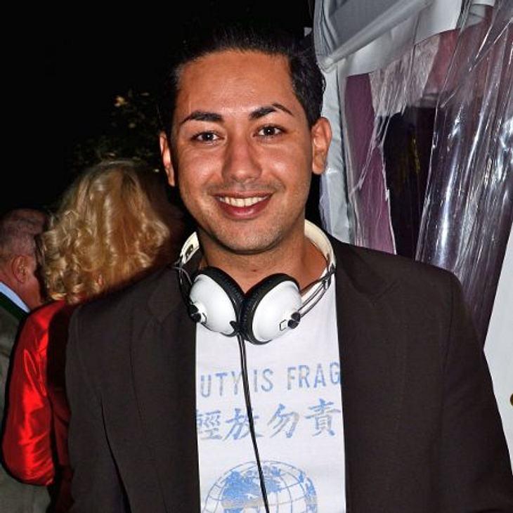 """Die Boygroups der 90erNach """"Touché"""" fiel Karim vor allem durch Affären mit Designerin Jette Joop (44) und Schauspielerin Jessica Stockmann (45) auf. Dies brachte ihm den Titel """"Karim, der Knutscher"""" ein, dem er auch 2004"""