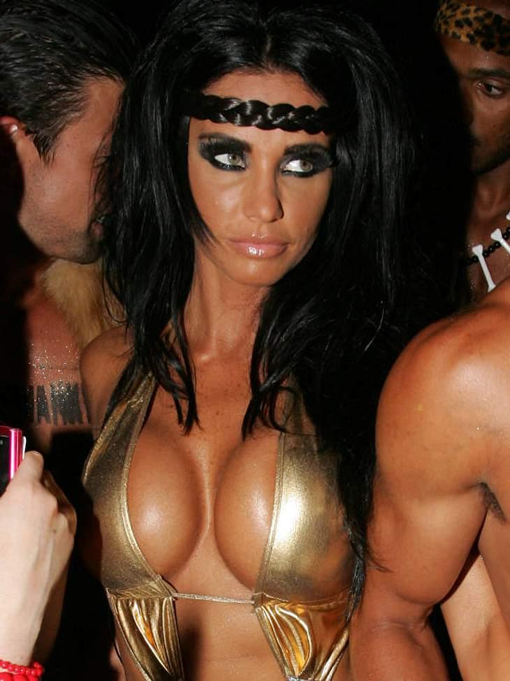 Ihre getunten Brüste haben Katie Price berühmt gemacht. Angesichts solcher Bilder fragen wir uns warum.