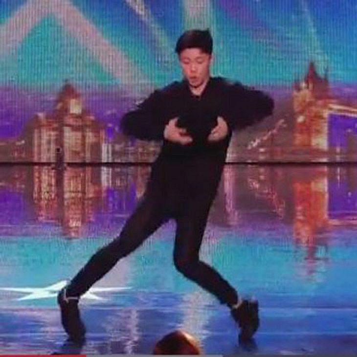 Der Teenie ist ein echtes Tanz-Genie!