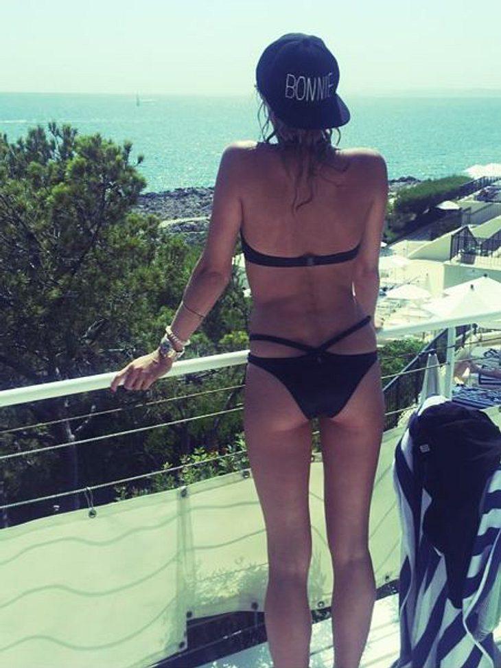 Selena gomez sexy ass moves - 2 part 4