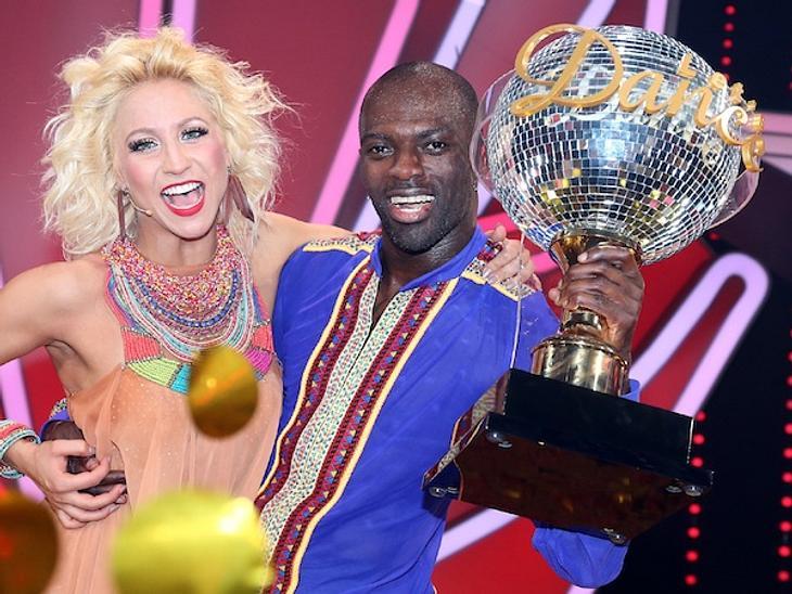 Hans Sarpei freut sich über seinen Sieg bei Let's Dance