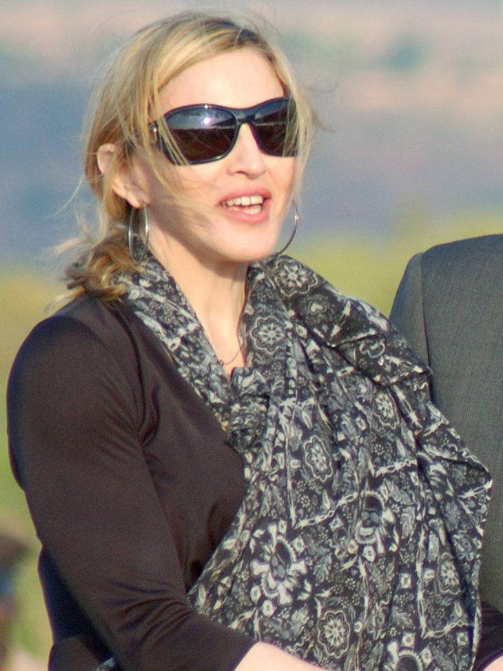 Madonna war natürlich dabei, als Monatag mit dem Bau der Schule begonnen wurde