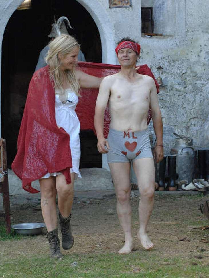 """""""Die Alm - Promischweiß und Edelweiß"""": Die HighlightsNe schicke Unterhose hat Charlotte Karlinder ihm auch gleich designt.,Zum Voting: Wer soll """"Die Alm"""" gewinnen? Hier geht's zum """"Die Alm""""-Special"""