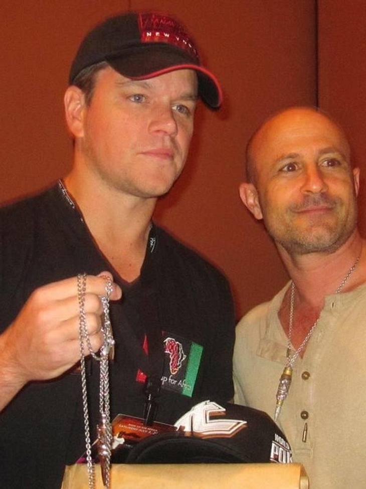 Matt Damon gehört zwar nicht zu den großen Schmuckträgern, aber die Kombination aus gutem Zweck und Style hat ihn überzeugt.