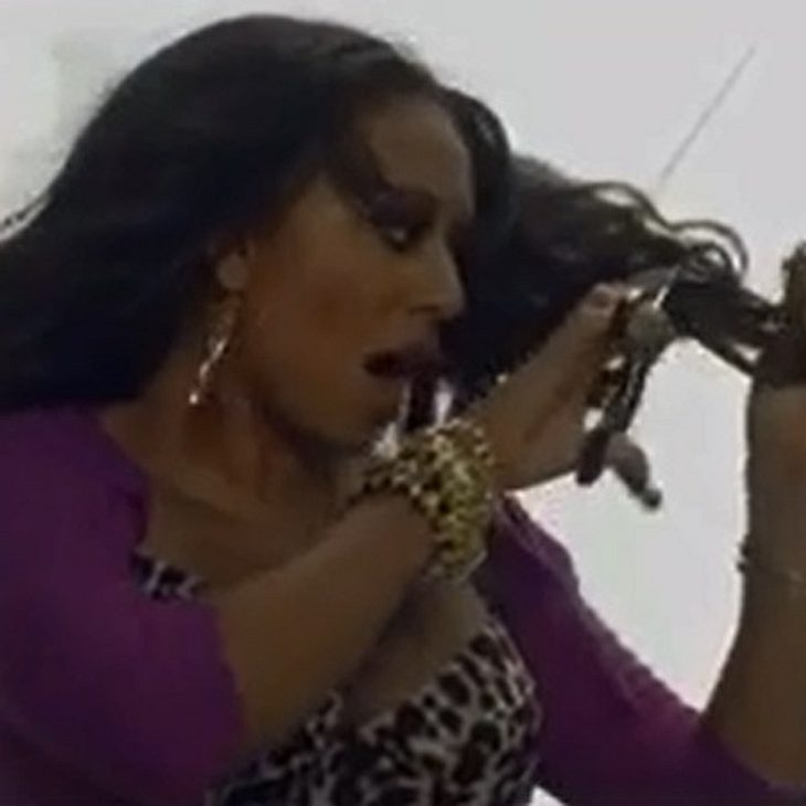 Mel B schneidet sich im Video sogar die Haare ab