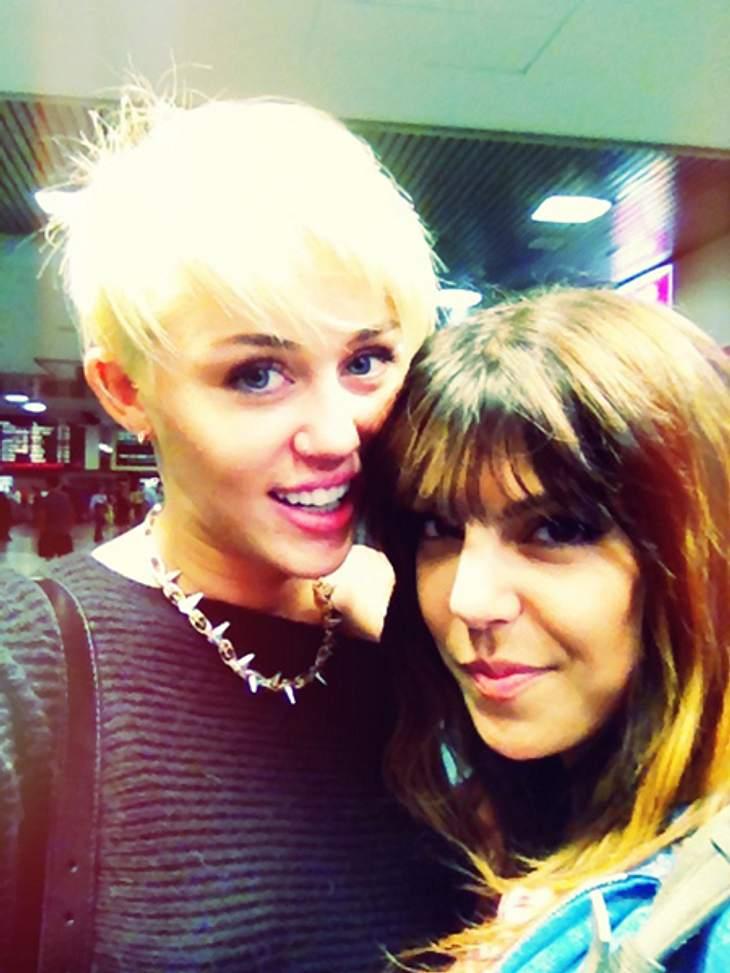 Haare ab! - Die neue Frisur von Miley CyrusIn einem  Video von 2008 sagt Miley Cyrus, dass sie sich eines Tages die Haare so kurz schneiden werde wie das 60er Jahre Model Twiggy. Nun es scheint, als wäre der Tag gekommen.