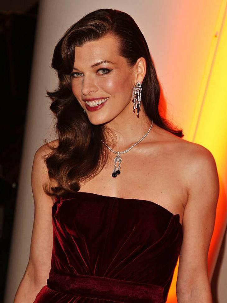 Doppelgänger: Die doppelten VIP-LottchenZwar hat sie eine andere Frisur als Katie, jedoch hat Milla Jovovich das gleiche Lächeln!