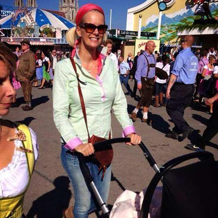 Monica Ivancan mit Baby Rose auf dem Oktoberfest