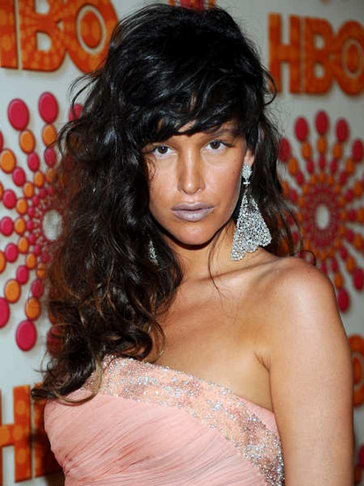 """Die Emmy Awards 2011 - Die HighlightsPaz De La Huerta aus der Serie """"Boardwalk Empire"""" ist entweder ganz furchtbar kalt oder sie sollte ihren Lippenstift nochmal überdenken."""