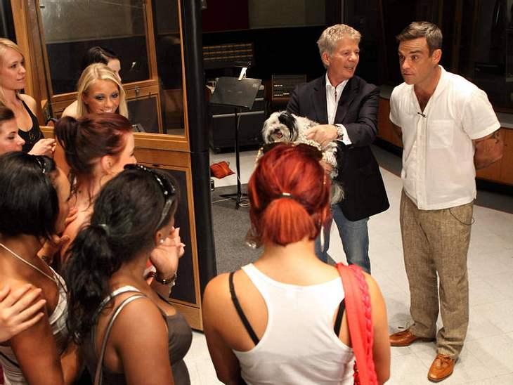 Robbie Williams zeigt dem Sängernachwuchs, wie's richtig geht!