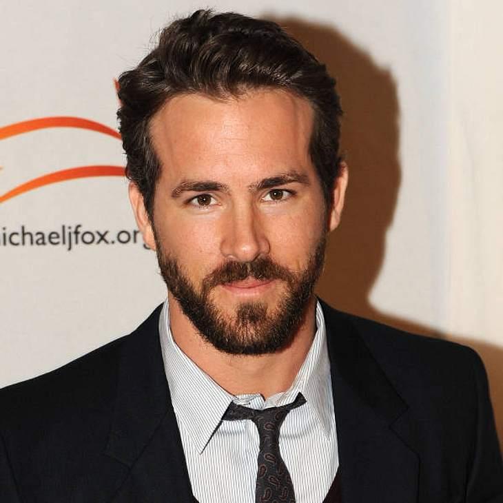 """Auch vor Männern macht der Pattinson-Charme nicht halt! """"OH-MEIN-GOTT, macht ihr Witze! Robert ist einfach traumhaft"""", schmachtet Scarlett Johanssons Ehemann Ryan Reynolds nach dem sexy Vampir!"""