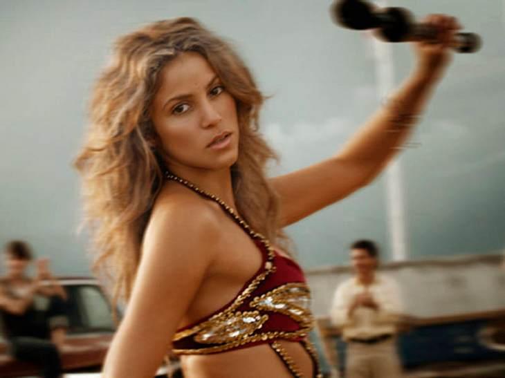 """Shakiras """"Hips Don't Lie"""" - das weiß inzwischen fast die ganze Welt. Doch die Sängerin will auch mit ihren Lippen den Fans die Köpfe verdrehen. Überall hat sie Gerüchten zufolge eine große Vorratspackung Strohhalme mit und kann si"""