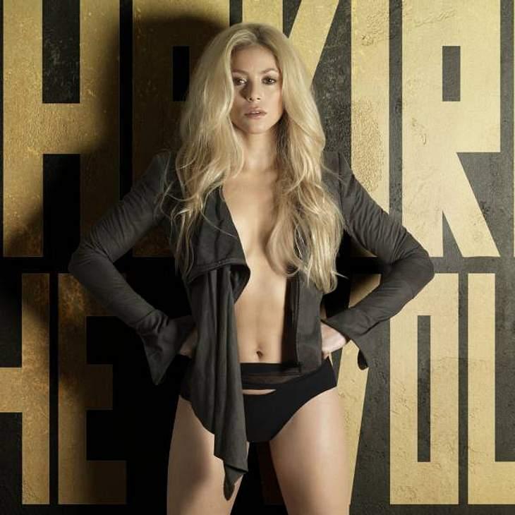 """Shakira könnte zwar fast die Mutti des """"Twilight""""-Stars sein, trotzdem treibt es ihr beim Thema """"Robert Pattinson"""" die Schamesröte ins Gesicht: """"Nein, nein! Ich bin zu alt!"""""""