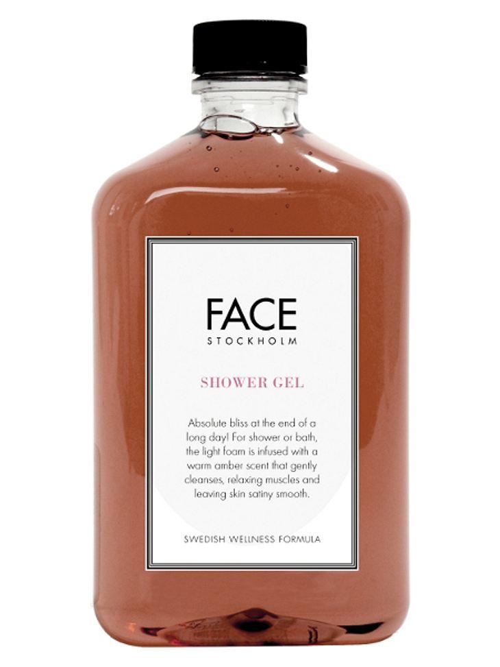Exklusiv! Duschgel von Face Stockholm: Für Dusche oder Bad, reinigt der leichte Schaum sanft, entspannt die Muskeln und hinterlässt ein seidig glattes Hautgefühl.