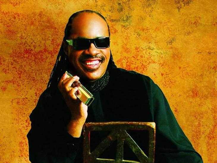 Ein Lied für die Erdbebenopfer gibt es auch von Stevie Wonder.