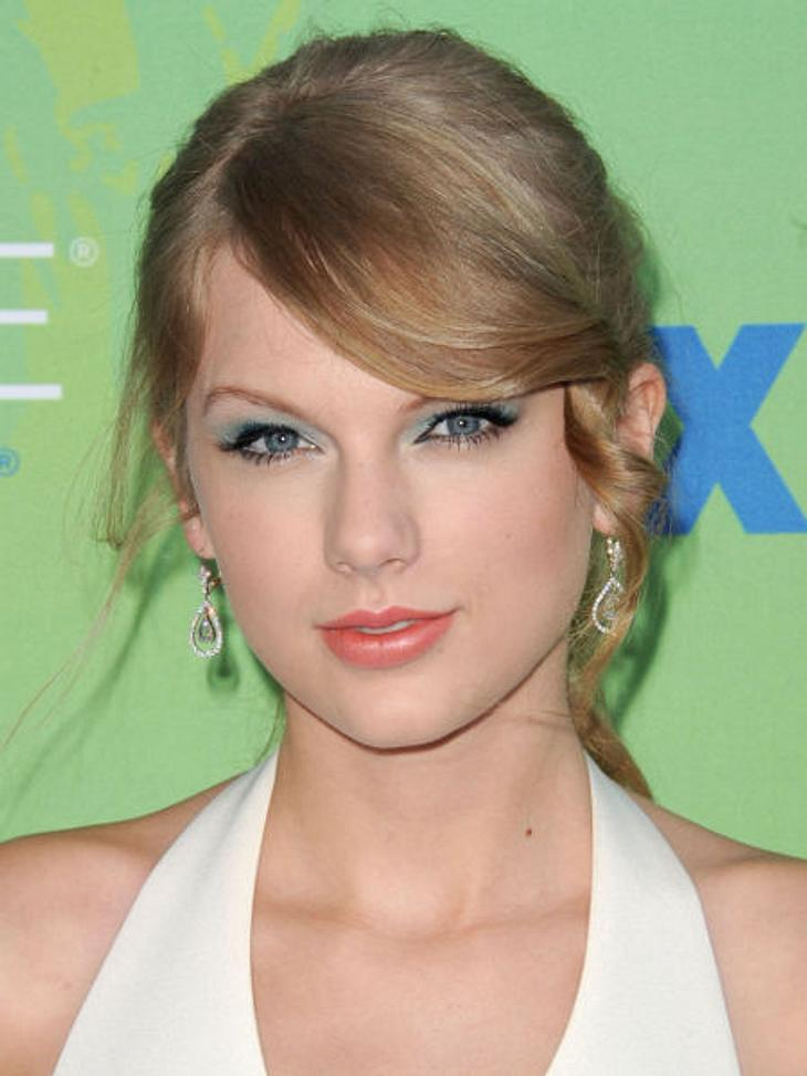 Voll die Klette - Die Ex-Boys von Taylor SwiftTaylor Swift hat nicht nur ein Herz für Musiker, sondern auch für Co-Stars. An Taylor Lautner, Lucas Till und Zac Efron verlor sie es bereits. Bei Schauspieler Eddie Redmayne (30) reichte bereit
