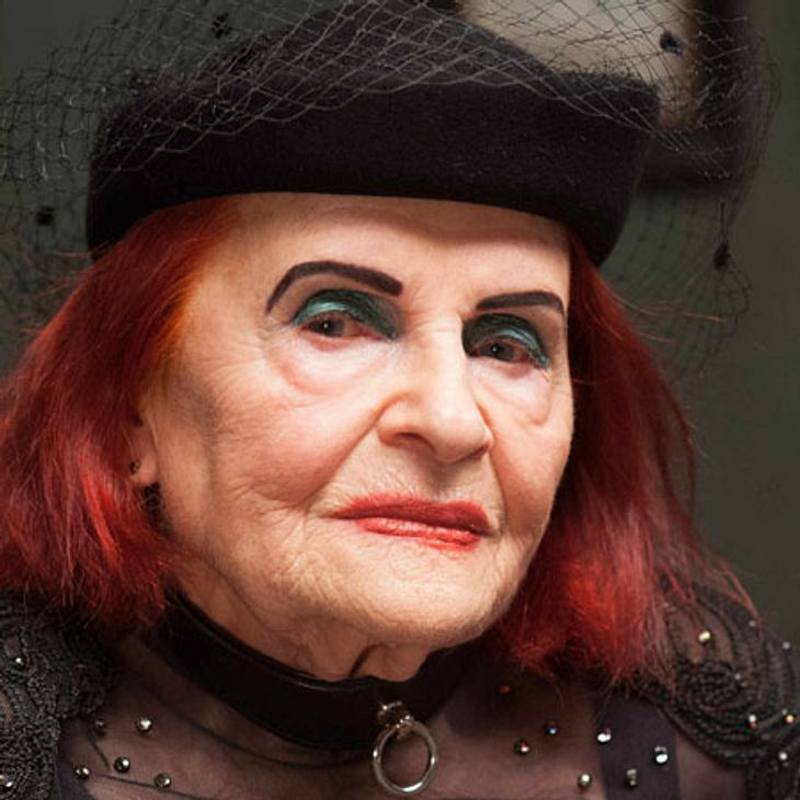Circus HalliGalli: Oma Violetta auf der PORNO-Messe!   InTouch