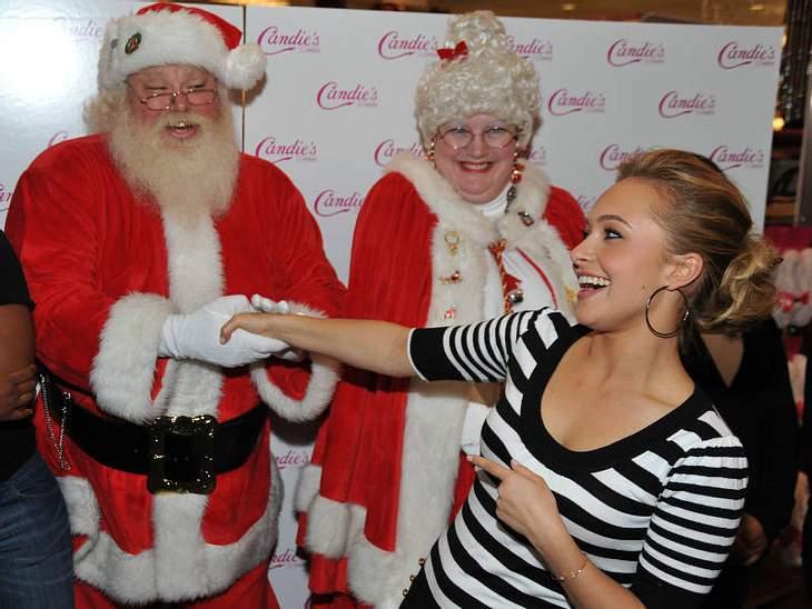 Hayden Panettiere staunt nicht schlecht über das festliche Duo: Zur Beauty-Party in Kalifornien hat der Weihnachtsmann auch seine Frau mitgebracht - oder ist es doch Schwesterchen Frost?