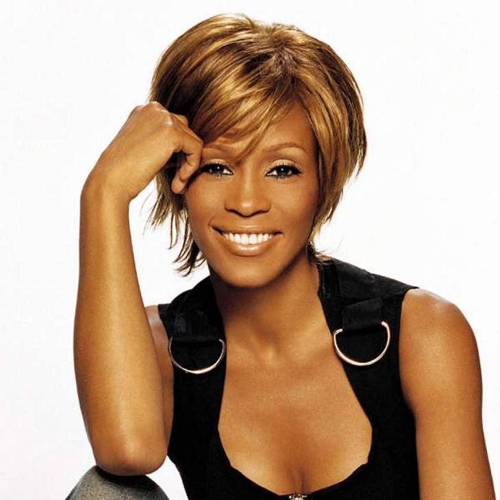Die Todesfälle 2012Ihr Tod erschütterte die ganze Welt: Soul-Diva Whitney Houston (†48) starb am 11. Februar in ihrer Suite im Beverly Hills Hilton Hotel. Die Sängerin war in der Badewanne ertrunken. In ihrem Blut wurden erhebliche Mengen v