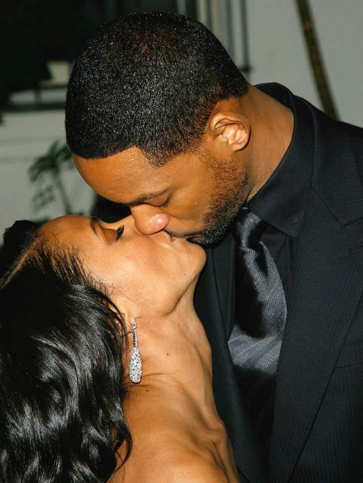 Achtung Nackenstarre: Bei Will Smith und seiner Frau Jada macht der Größenunterscheid einen Strich durch die Romantik-Rechnung!