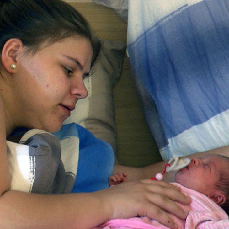 Sylvana kümmert sich um ihr Baby Celina-Sophie