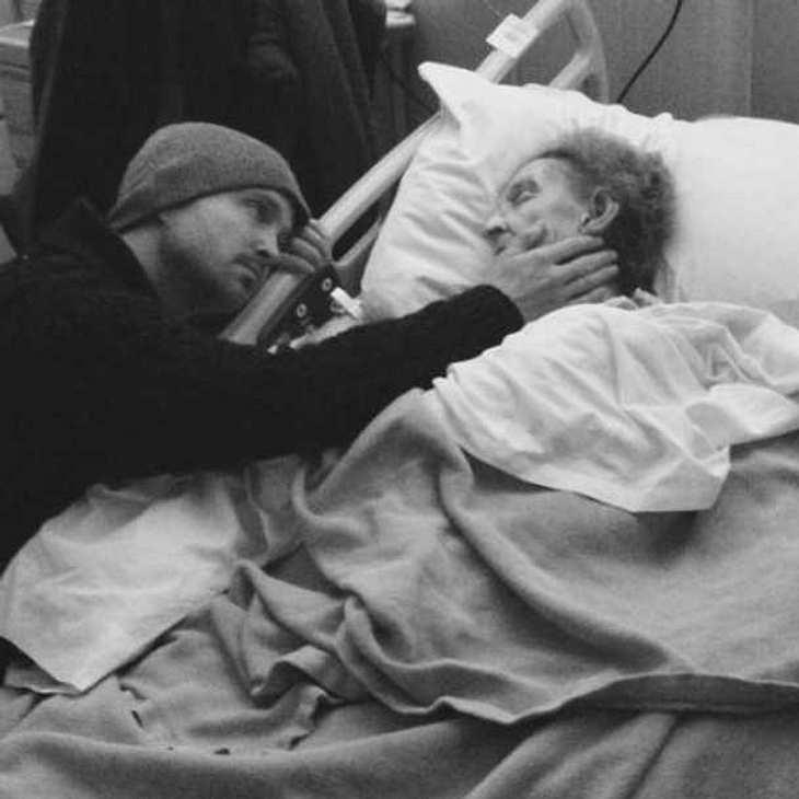 Aaron Paul rührt mit Liebeserklärung an seine Oma die Welt zu Tränen!