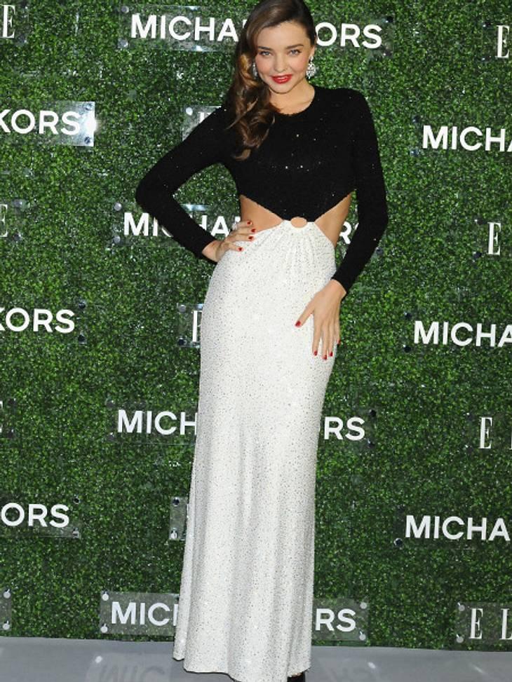 Sexy in Schwarz/Weiß! Klassische Eleganz präsentiert von Model Miranda Kerr.