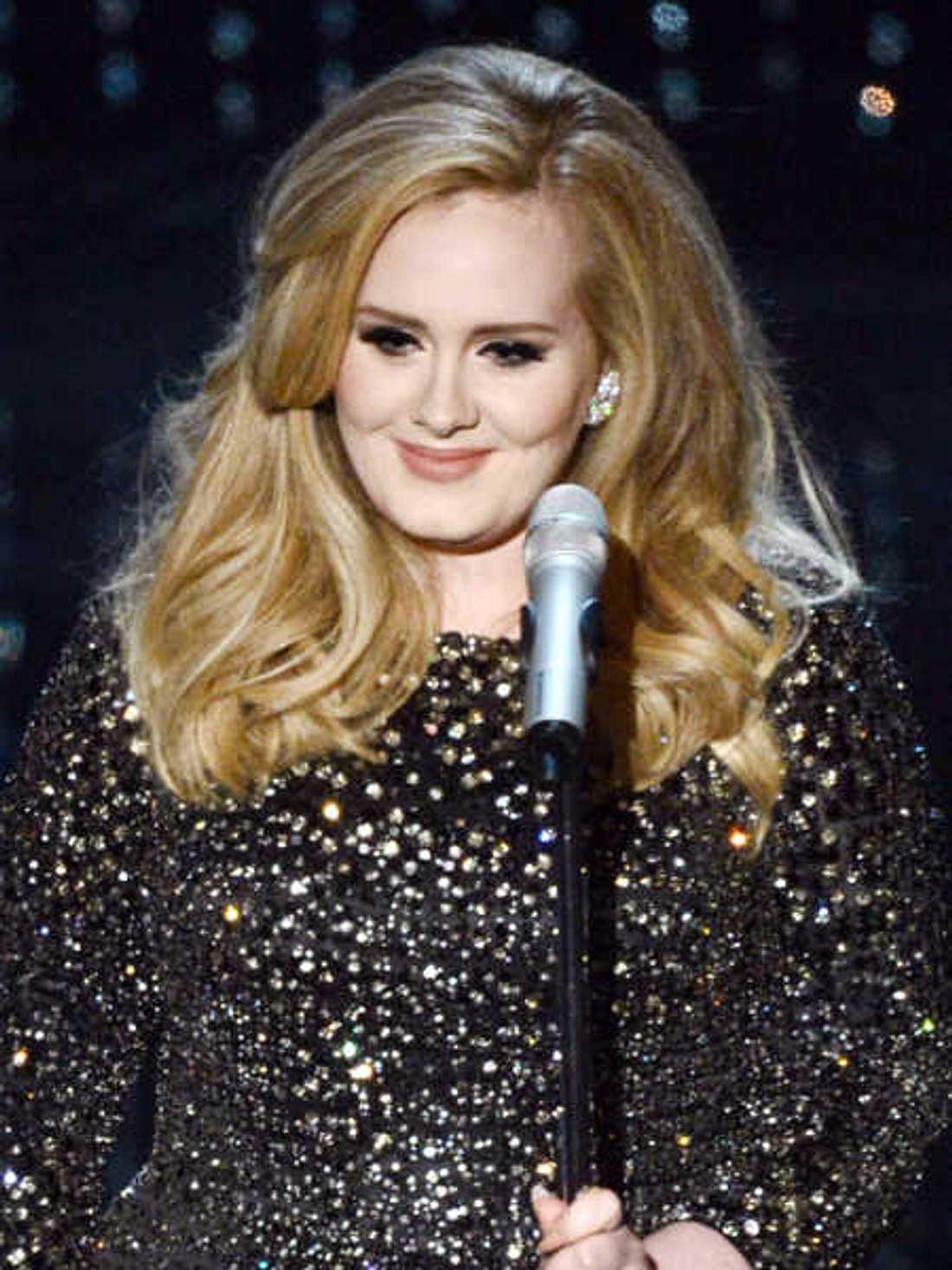 Adele geht bei H&M einkaufen.