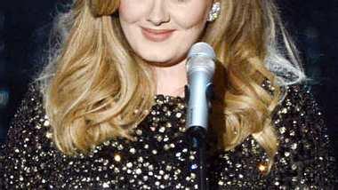 Adele geht bei H&M einkaufen. - Foto: Getty Images