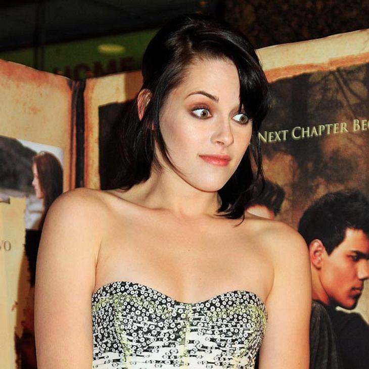 """Ängste der StarsSie fürchtet sich vor Vampiren: Im Film """"Twilight"""" kann Kristen Stewart gar nicht genug von Vampir Edward (Robert Pattinson)  kriegen. Im echten Leben läuft es ihr kalt den Rücken runter, wenn sie nur an die Blutsa"""