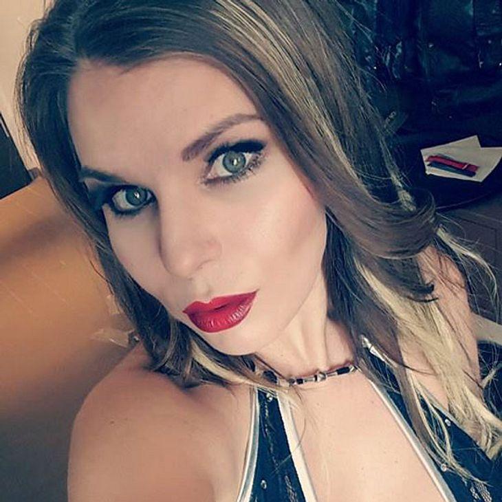 Aische Pervers macht auf Youtube