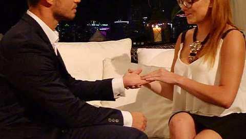 Alesa Music zeigt sich nach Bachelor-Abfuhr nackt auf Facebook! - Foto: RTL