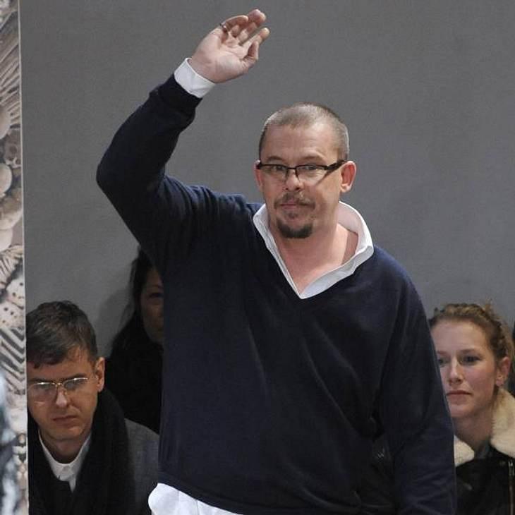 Alexander McQueen konnte seine Kollektion noch vorbereiten, sehen konnte er die Show leider nicht mehr.