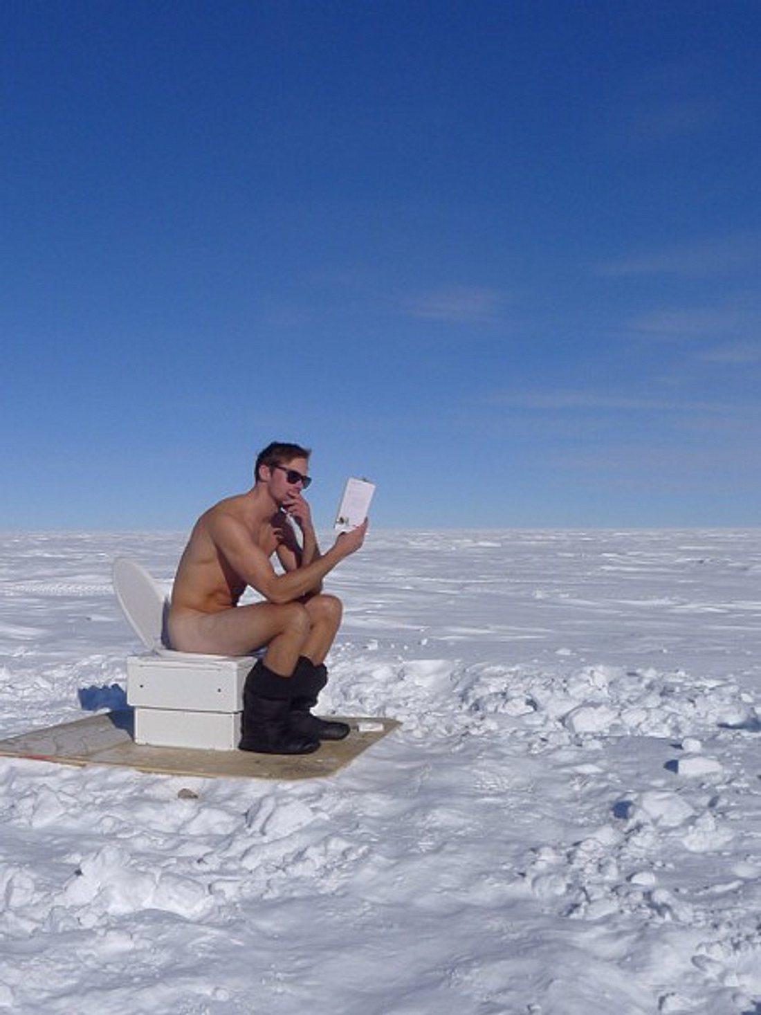 Alexander Skarsgard musste mal Pipi - nackt. Am Südpol.