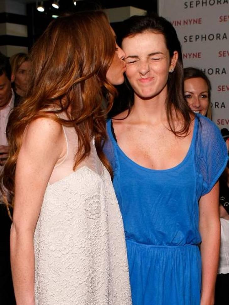 """Promi-Geschwister: Die kleinen Schwestern sind losSie haben sich soooo lieb! Lindsay Lohan (26) und ihre kleine Schwester sind ein Herz und eine Seele. """"Meine Schwester ist fantastisch und ich bin so stolz auf sie und ihre Karriere!&qu"""
